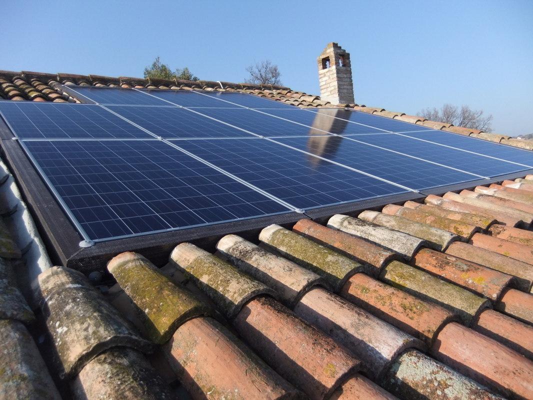 Fissaggio pannelli fotovoltaici senza forare il tetto e le for Montaggio onduline